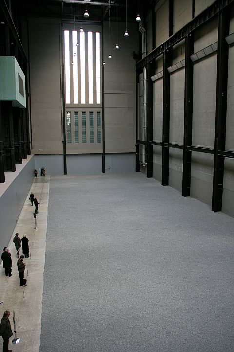 Visitors to Ai Wei Wei's Sunflower Seed Exhibit at the Tate Modern in London  By Photograph by Mike Peel (www.mikepeel.net)., CC BY-SA 4.0, https://commons.wikimedia.org/w/index.php?curid=21141056